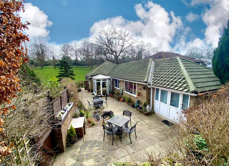 3 Bedrooms Detached Bungalow for sale in Old Lane, Tatsfield, TN16