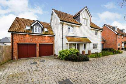 5 Bedrooms Detached House for sale in St Lukes Development, Runwell, Wickford