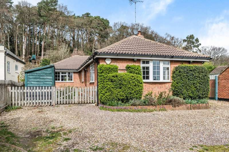 3 Bedrooms Detached Bungalow for sale in Upper Pinewood Road, Normandy