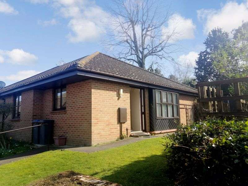 2 Bedrooms Property for sale in Fairfields, Saxmundham, IP17 1EY