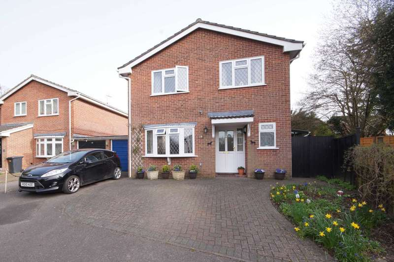 4 Bedrooms Detached House for sale in Chapel Gardens, Lindford, Hampshire, GU35
