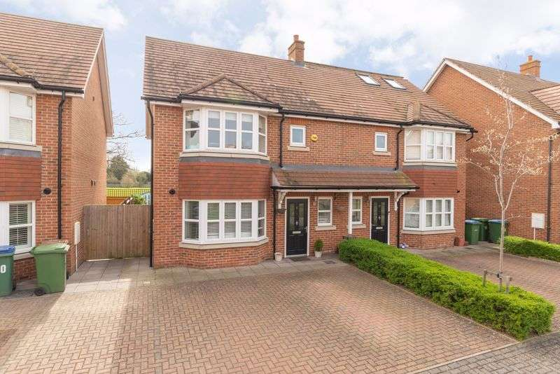 3 Bedrooms Property for sale in Kings Gardens, Walton-On-Thames