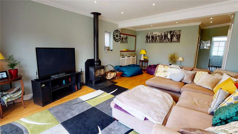 5 Bedrooms Semi Detached House for sale in The Drive, Lancing, West Sussex, BN15