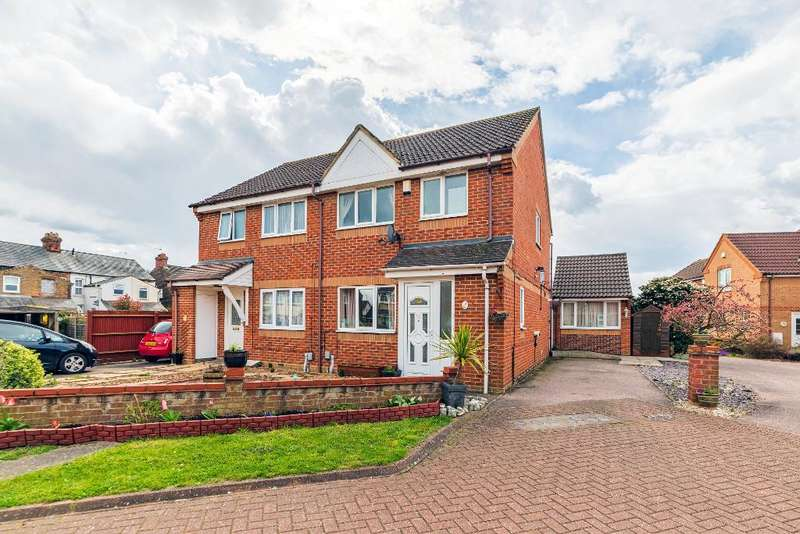 4 Bedrooms Semi Detached House for sale in St Marys Close, Elstow, MK42 9XQ