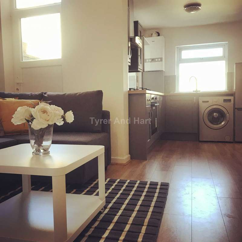 3 Bedrooms House Share for rent in Molyneux Road, Kensington, 3 Ensuite House Share