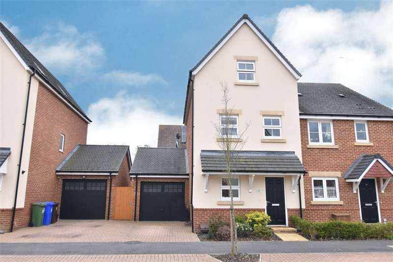 3 Bedrooms Semi Detached House for sale in Warbler Road, Farnborough, Hampshire, GU14