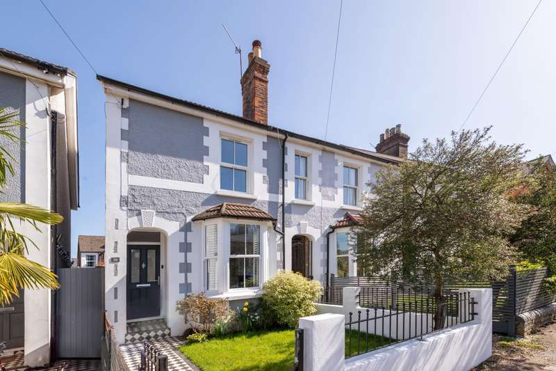 4 Bedrooms House for sale in Shrewsbury Road, RH1 6BH