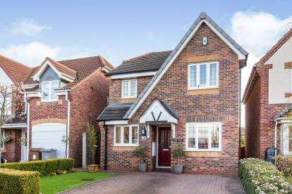 3 Bedrooms Detached House for sale in Elanor Road, Sandbach, Cheshire
