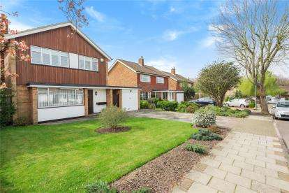 3 Bedrooms Detached House for sale in Drayton Avenue, Orpington