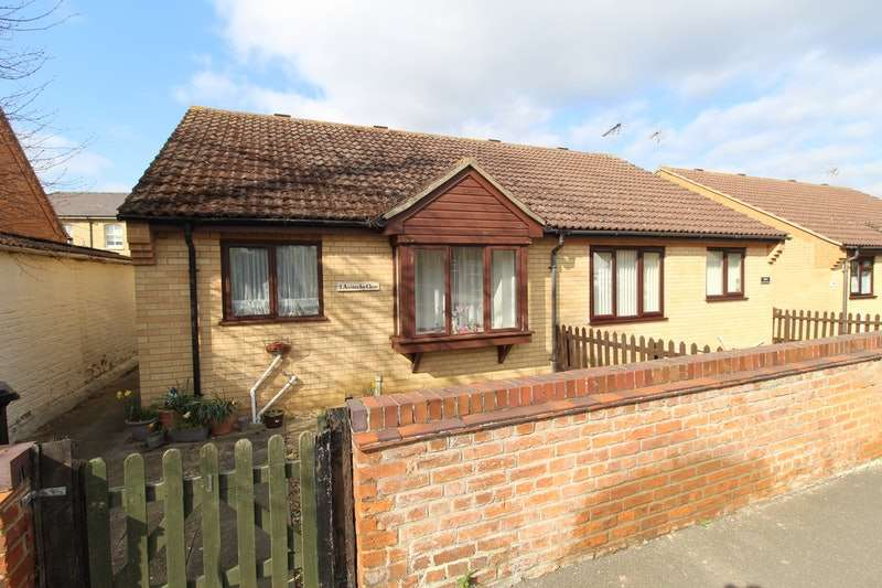 2 Bedrooms Bungalow for sale in Austerby Close, Bourne, Lincolnshire, PE10