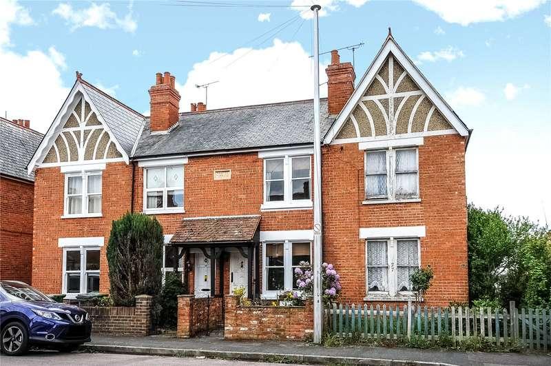 2 Bedrooms Terraced House for sale in Queens Road, Camberley, Surrey, GU15