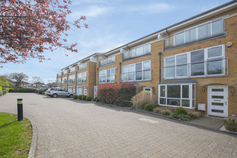 4 Bedrooms Town House for sale in Barn Elms Close, Worcester Park