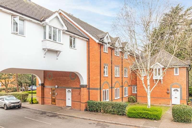 3 Bedrooms Ground Flat for sale in St Cross Court, Upper Marsh Lane, EN11