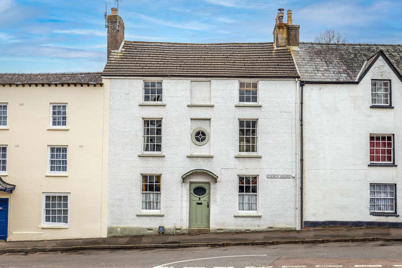 5 Bedrooms Terraced House for sale in Church Square, Blakeney