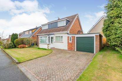 3 Bedrooms Bungalow for sale in Wallhurst Close, Worsthorne, Lancashire, BB10
