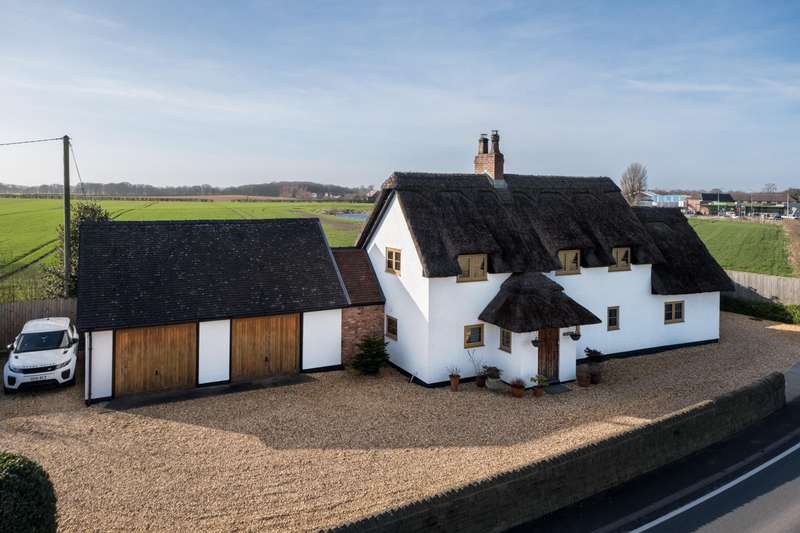 4 Bedrooms House for sale in 4 bedroom House Detached in Bartington