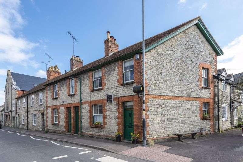 2 Bedrooms Property for sale in Salisbury Street, Mere