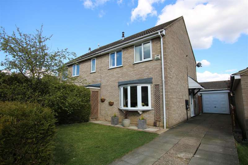 3 Bedrooms Semi Detached House for sale in Winniffe Gardens, Lincoln