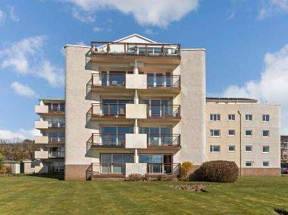 3 Bedrooms Flat for sale in Castlebay Court, Largs