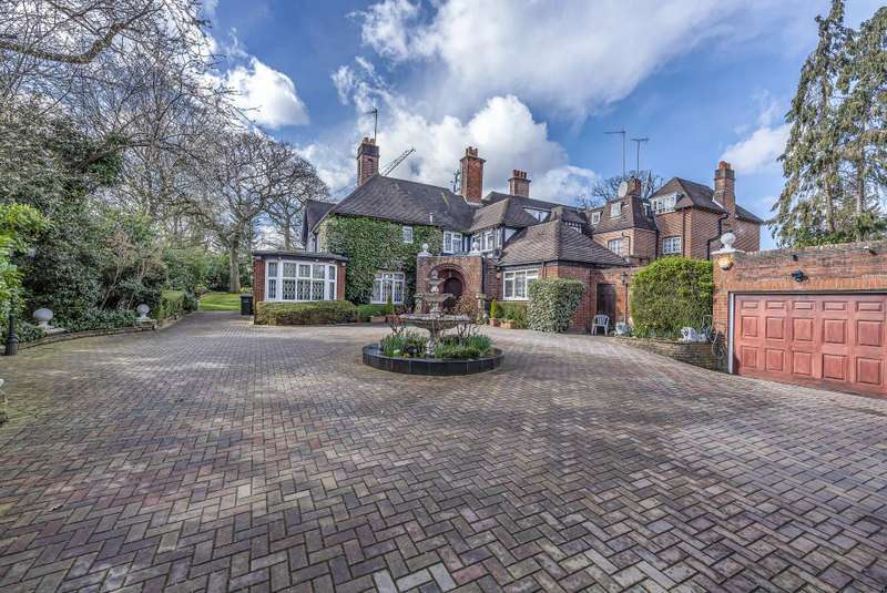 6 Bedrooms Semi Detached House for sale in The Bishops Avenue, Hampstead, N2