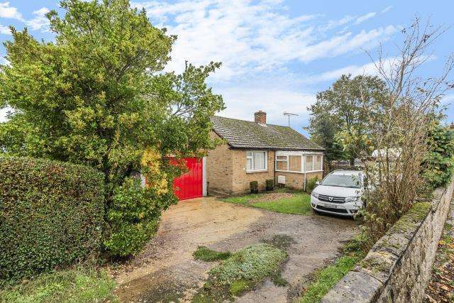 2 Bedrooms Detached Bungalow for sale in Croughton, Northamptonshire, NN13