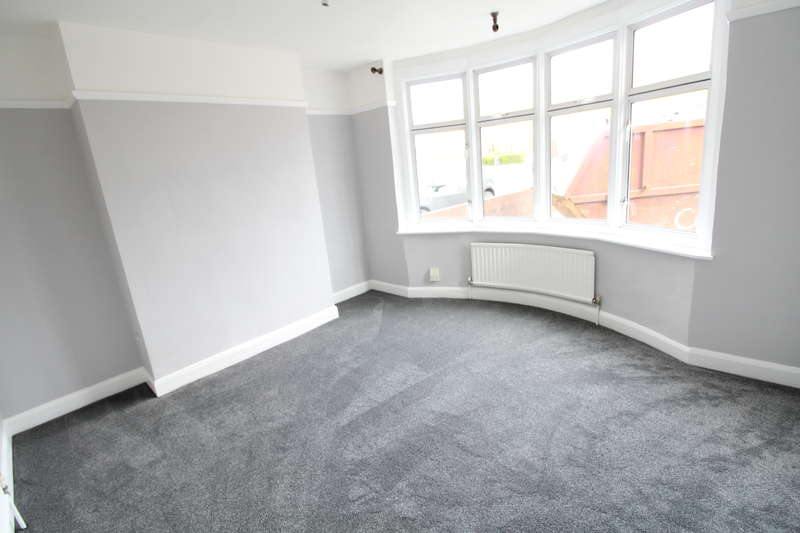 3 Bedrooms Semi Detached House for rent in Newly refurbished three bedroom family home Dunstable Road