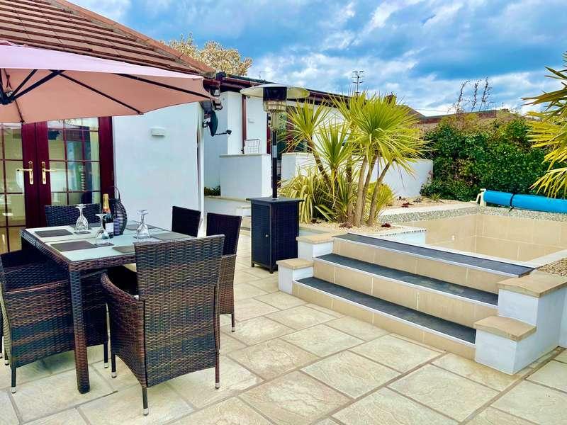 4 Bedrooms Bungalow for sale in Clairwain, New Inn, Pontypool
