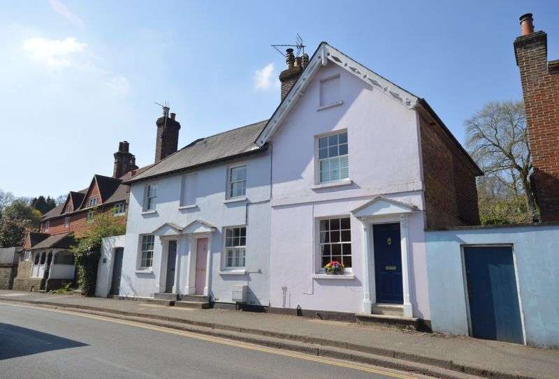 2 Bedrooms Property for sale in Petworth Road, Haslemere - STUNNING GEORGIAN TOWN HOUSE