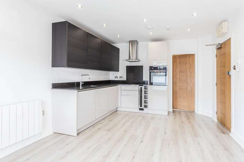 1 Bedroom Property for sale in Alexandra Park Road, Alexandra Palace, London N22