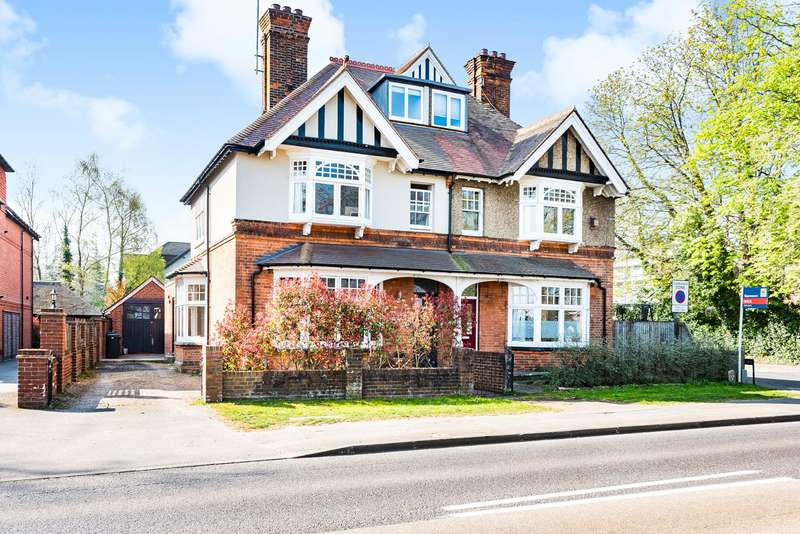5 Bedrooms Semi Detached House for sale in Parvis Road, West Byfleet, KT14
