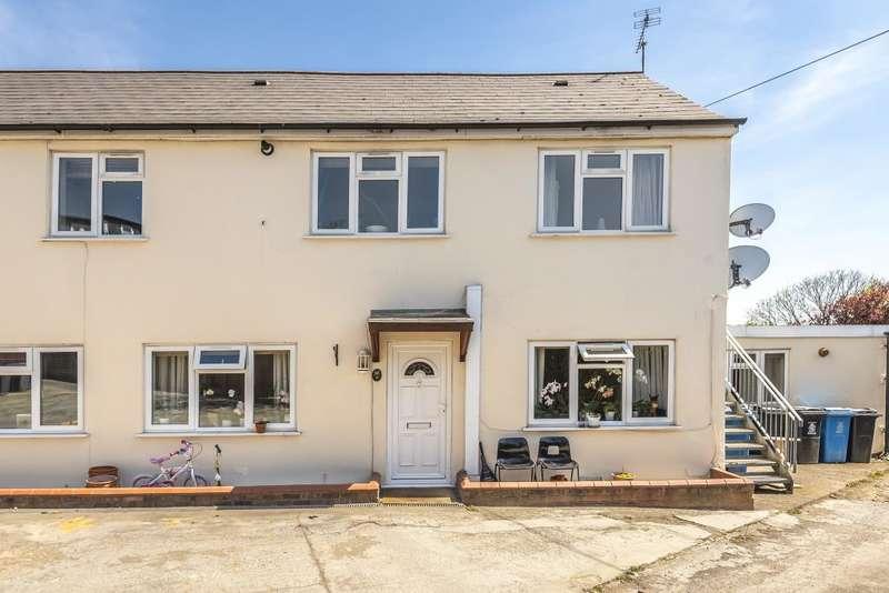2 Bedrooms Flat for sale in Windsor, Berkshire, SL4
