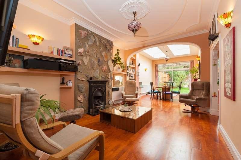 2 Bedrooms Flat for sale in Woodstock Avenue, London, London, NW11