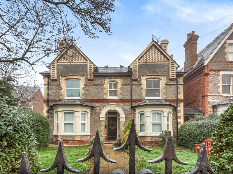 4 Bedrooms Apartment Flat for sale in Christchurch Gardens, Reading, RG2