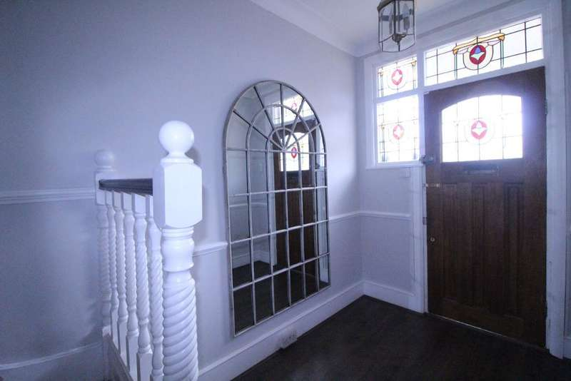 4 Bedrooms Terraced House for sale in Hale End Road, WOODFORD GREEN, IG8 9LL