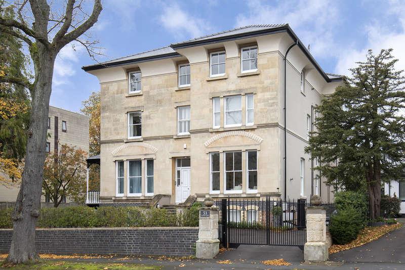 2 Bedrooms Flat for sale in Christchurch Road, Cheltenham GL50 2PR