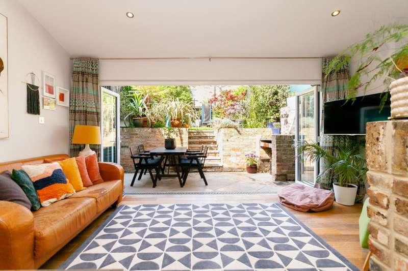 3 Bedrooms Flat for sale in Cephas Avenue, London