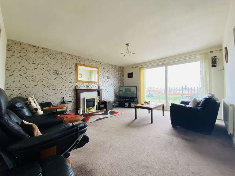 2 Bedrooms Flat for sale in Park View Court, South Shore FY4