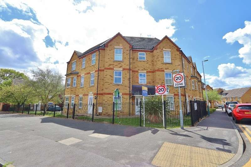 2 Bedrooms Flat for sale in Greenwich Court, Hyde Close, Romford, RM1
