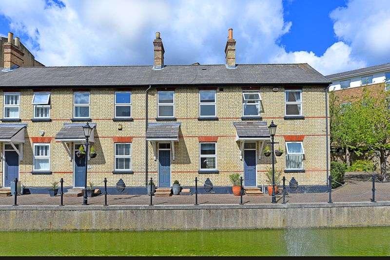 2 Bedrooms Property for sale in Albert Mews, London