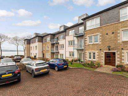 3 Bedrooms Flat for sale in Rosebank Gardens, Largs
