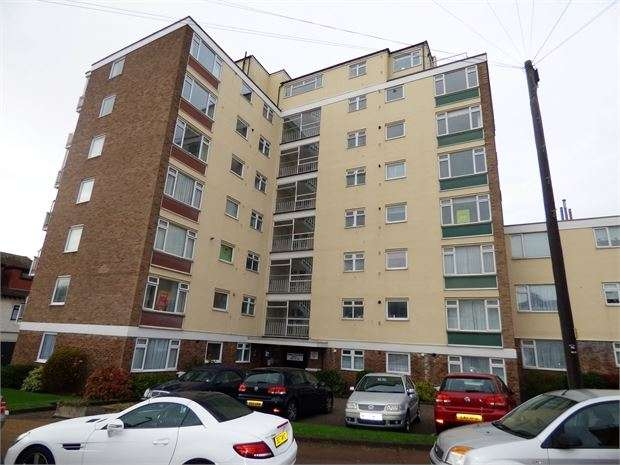 2 Bedrooms Apartment Flat for sale in Grand Drive, Leigh on sea, Leigh on sea, SS9 1BQ