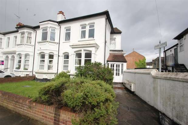 2 Bedrooms Flat for sale in Park Road, Westcliff-on-Sea