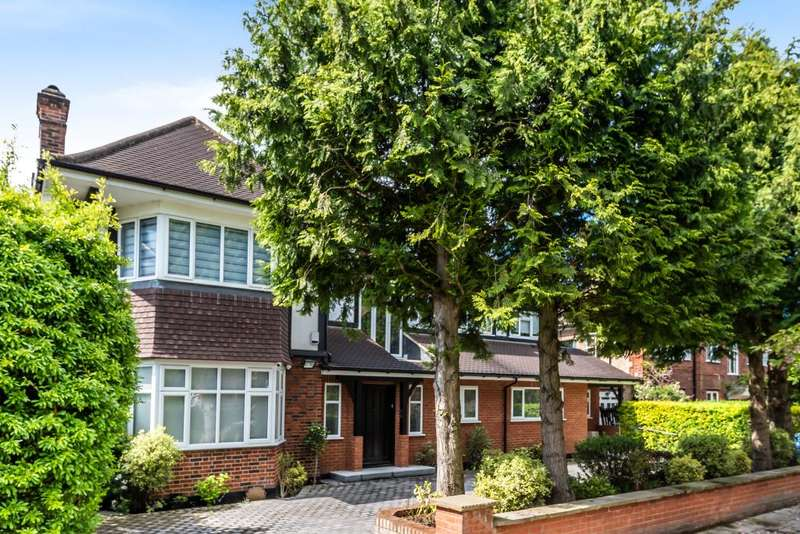 5 Bedrooms Detached House for sale in Finchley, London, N3