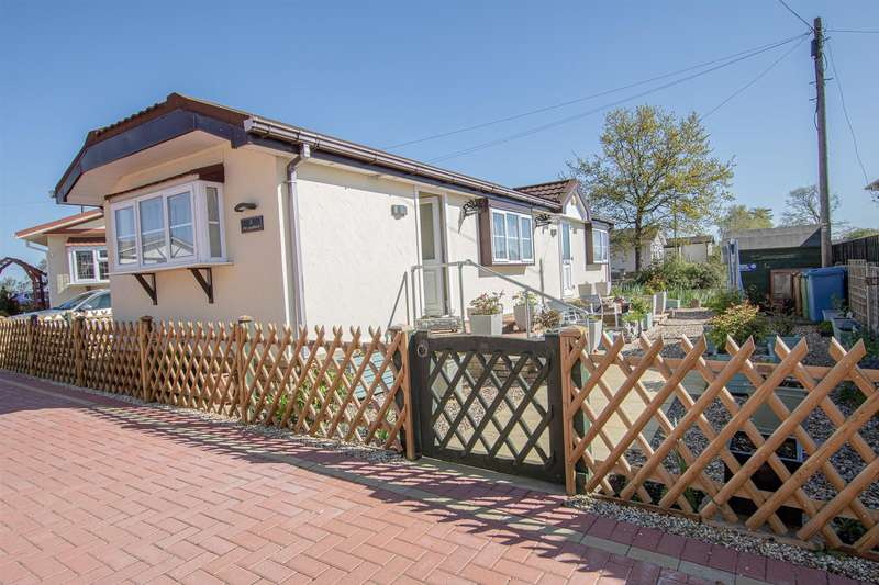 1 Bedroom Mobile Home for sale in Crouch Lane, Winkfield, Windsor