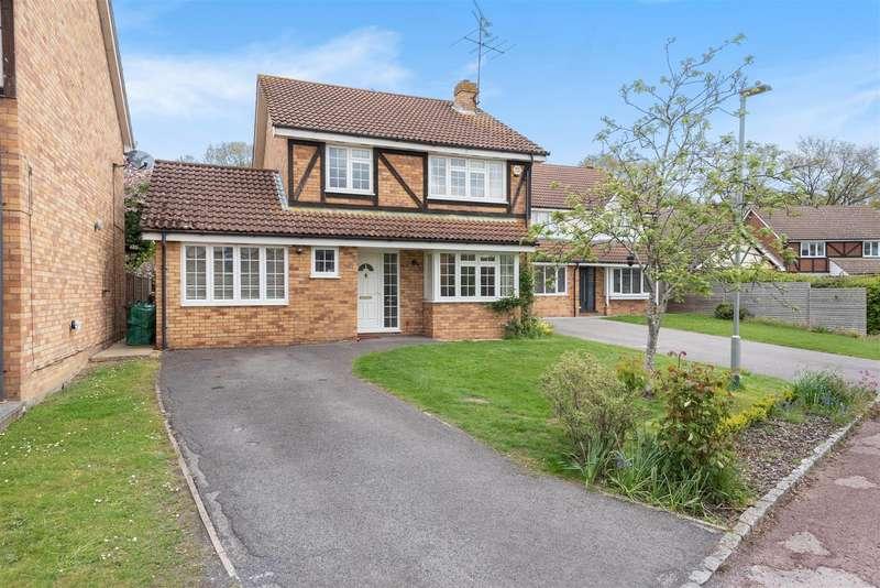 4 Bedrooms Detached House for sale in Cherry Tree Grove, Wokingham, Berkshire, RG41 4UZ