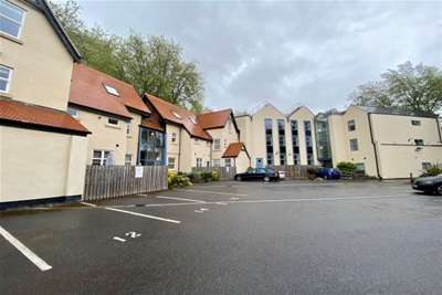 2 Bedrooms Flat for rent in Castle Point, The Park Estate