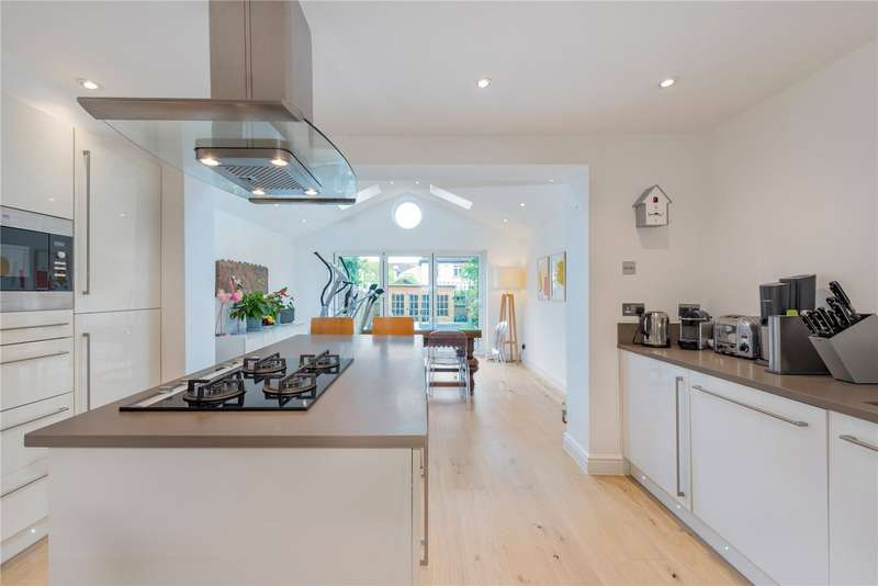 3 Bedrooms Terraced House for sale in Bevin Square, London, SW17