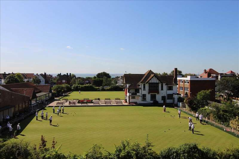 2 Bedrooms Apartment Flat for sale in Westcliff on Sea.