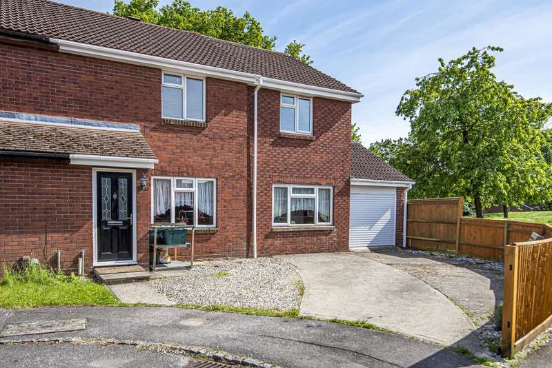 4 Bedrooms Semi Detached House for sale in The Moors, Thatcham, RG19