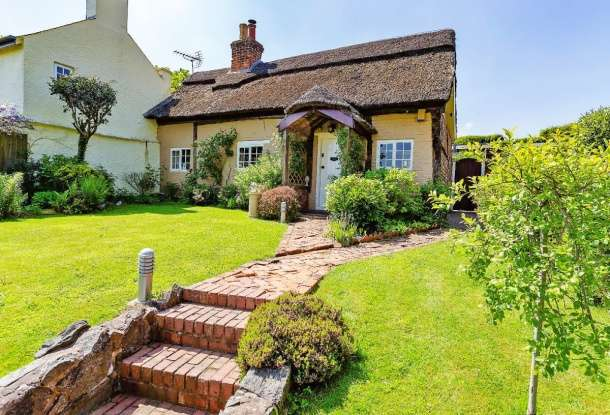 3 Bedrooms Cottage House for sale in Markfield Road, Leicester, Leicestershire, LE6 0FL